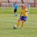 Jenny Brehsan lenkt das Spiel im Mittelfeld Foto: Fernanda Beck