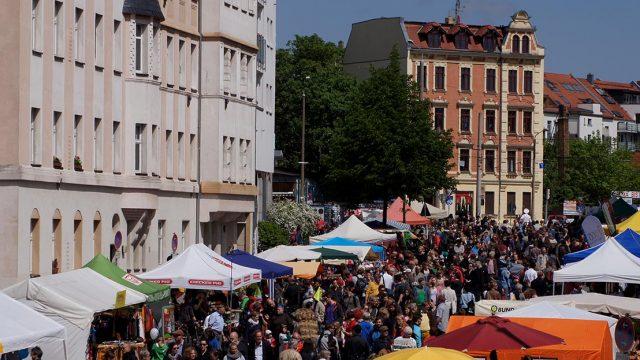 @http://www.connewitz-leipzig.de/wp-content/uploads/ngg_featured/connewitzer-strassenfest-2015-header-DSC04065.jpg